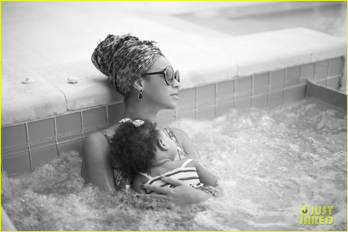 beyonce hot tub relaxation with blue ivy 042886654