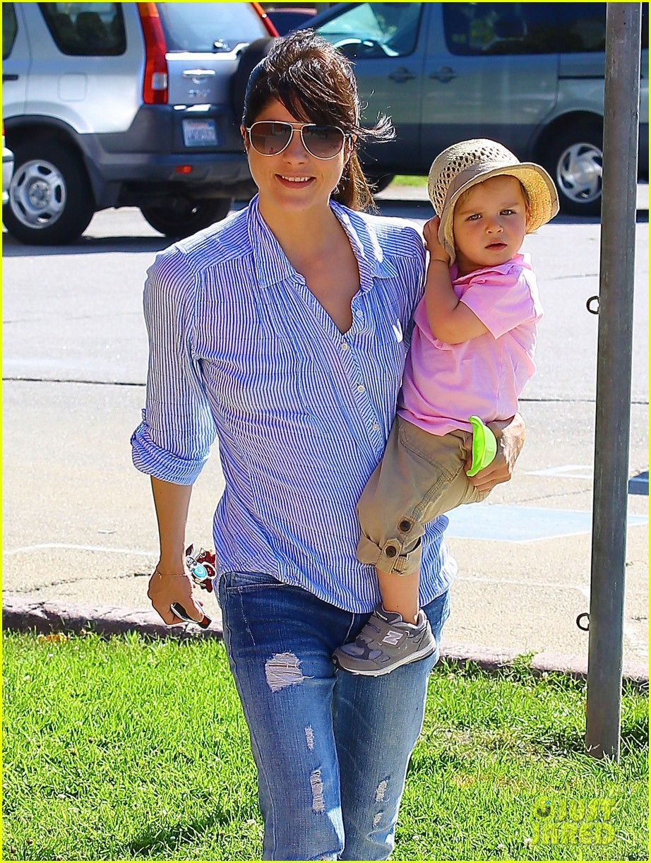 selma blair steps out after anger management firing rumors 042893246