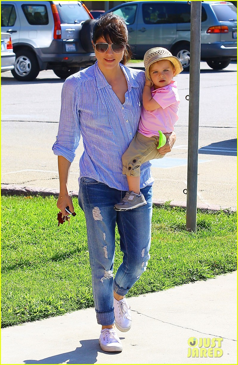 selma blair steps out after anger management firing rumors 072893249