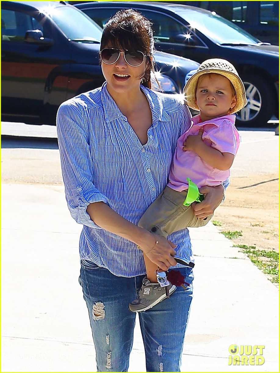 selma blair steps out after anger management firing rumors 082893250