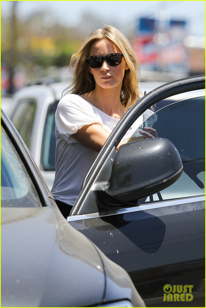 emily blunt tea time at alcove cafe 022895659