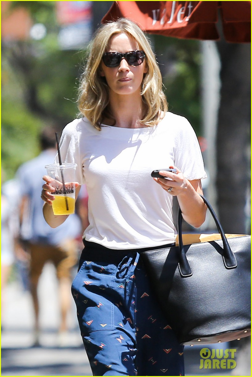 emily blunt tea time at alcove cafe 042895661