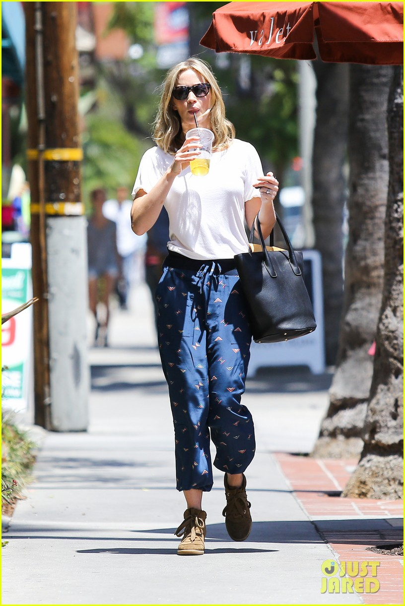 emily blunt tea time at alcove cafe 132895670
