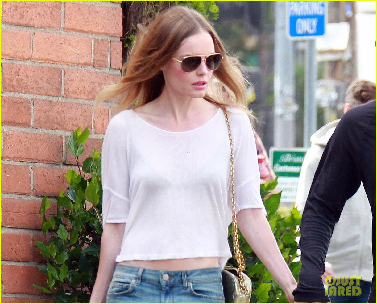 kate bosworth michael polish hold hands at bristol farms 022897349