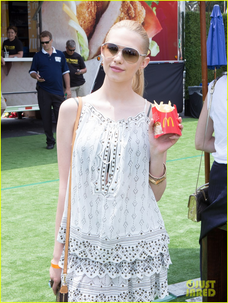 chloe bridges claudia lee just jared summer kick off party mcdonalds 28