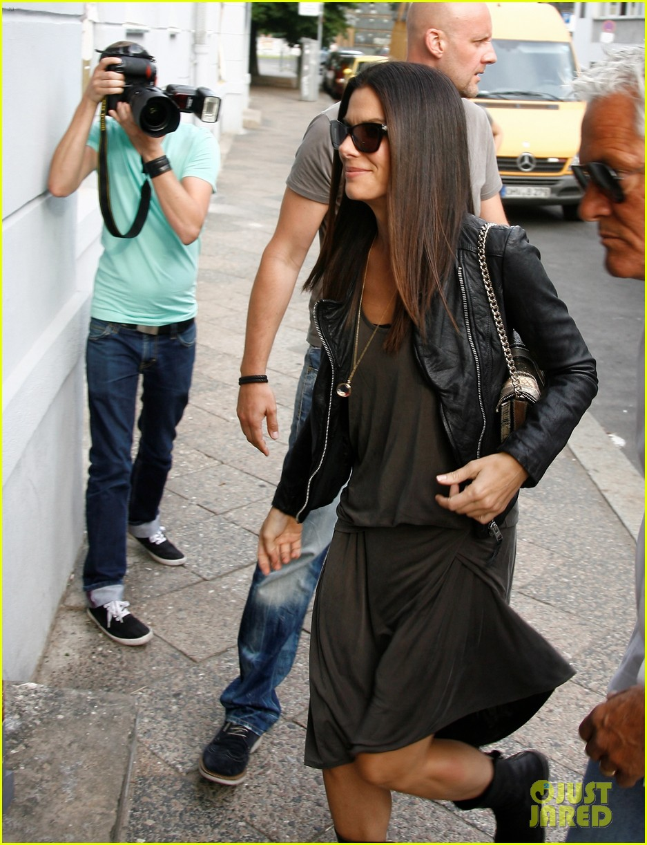 sandra bullock arrives in berlin with louis 032893012