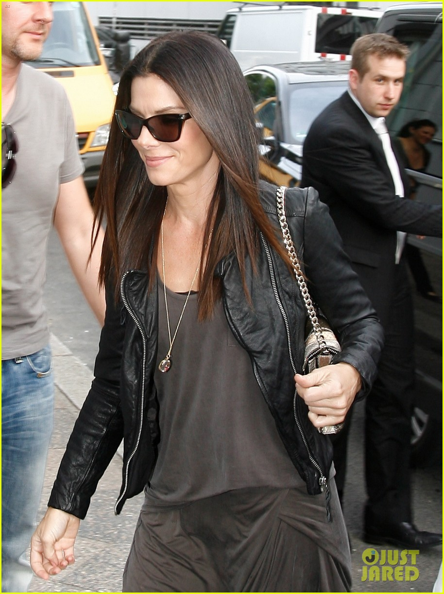 sandra bullock arrives in berlin with louis 102893019