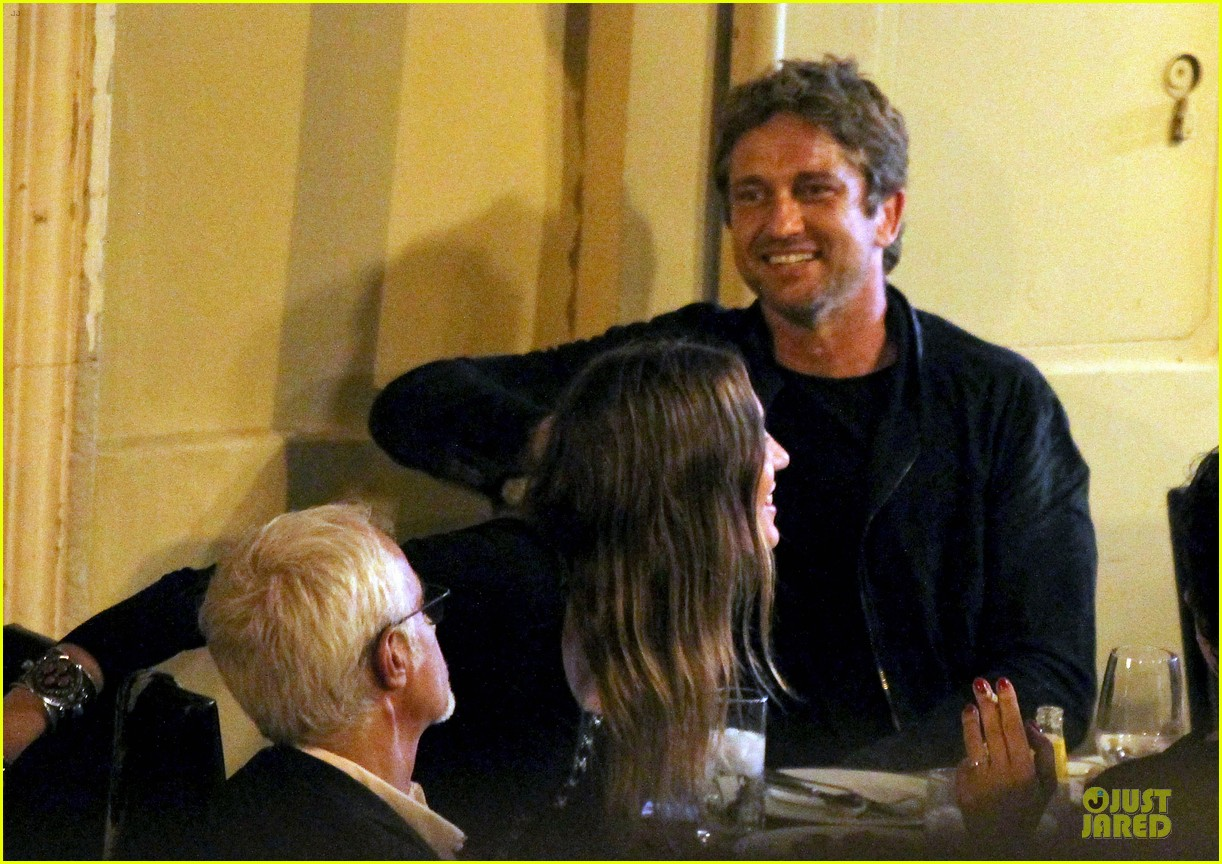 gerard butler italian dinner with friends 052898551