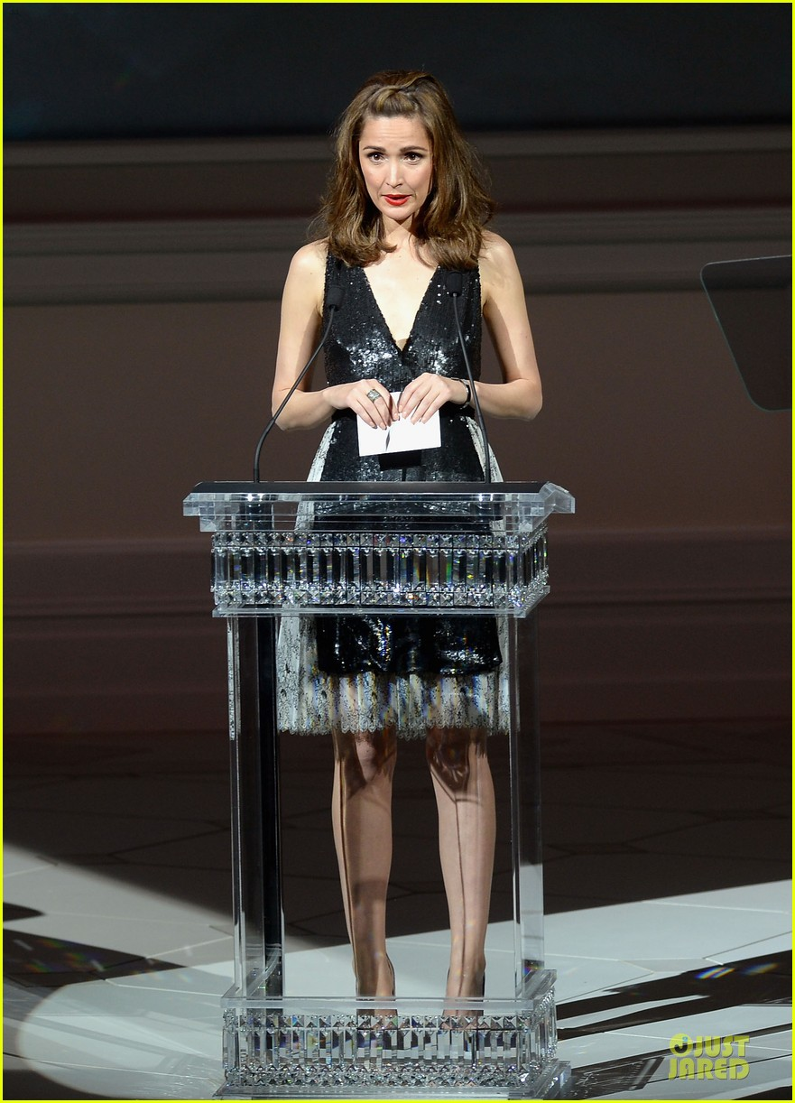 rose byrne bobby cannavale hold hands at the cfda fashion awards 2013 102884017