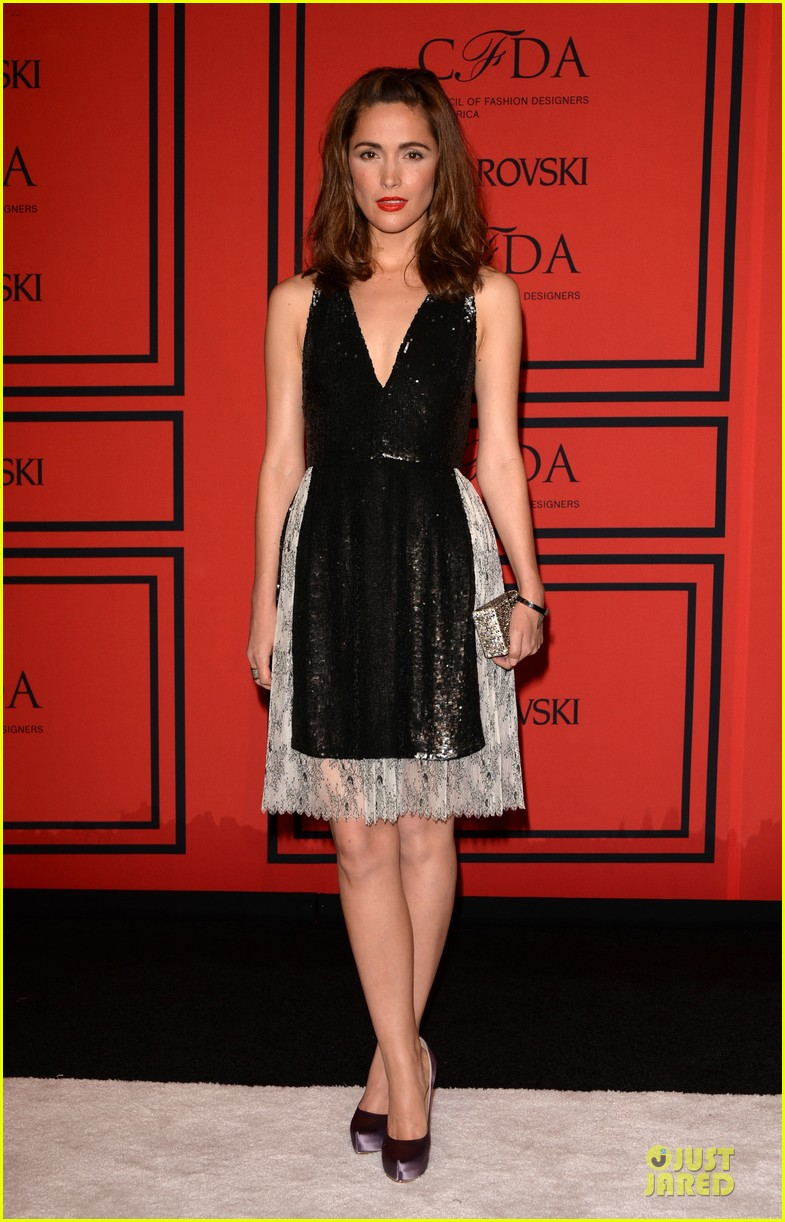 rose byrne bobby cannavale hold hands at the cfda fashion awards 2013 112884018