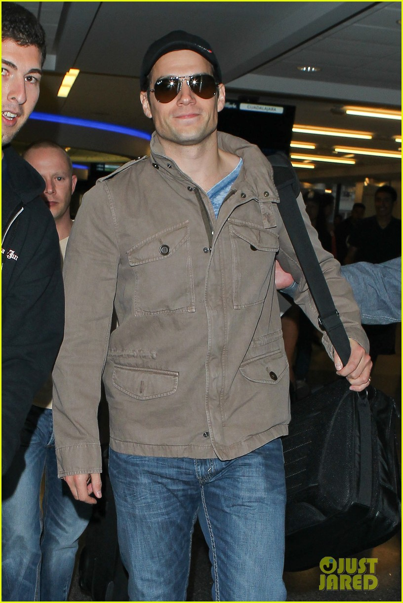 henry cavill played it cool when cast as superman 042887804