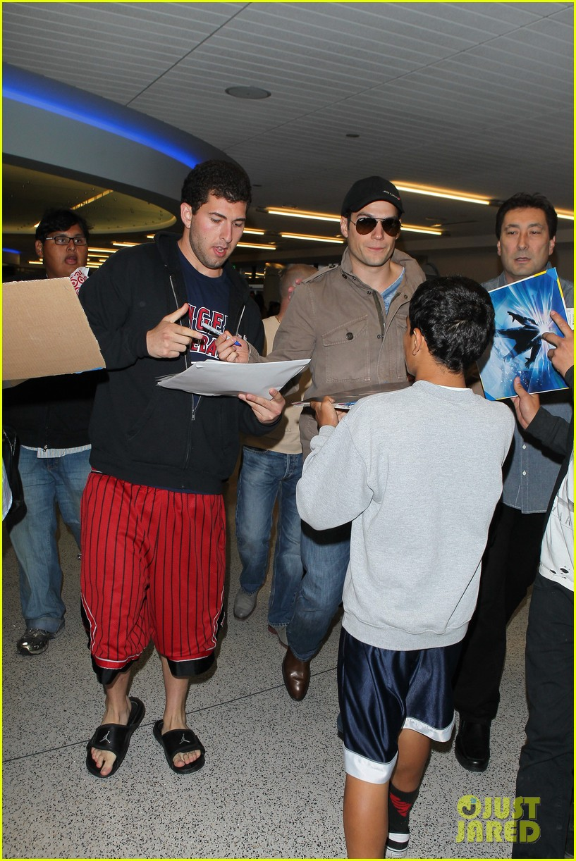 henry cavill played it cool when cast as superman 072887807