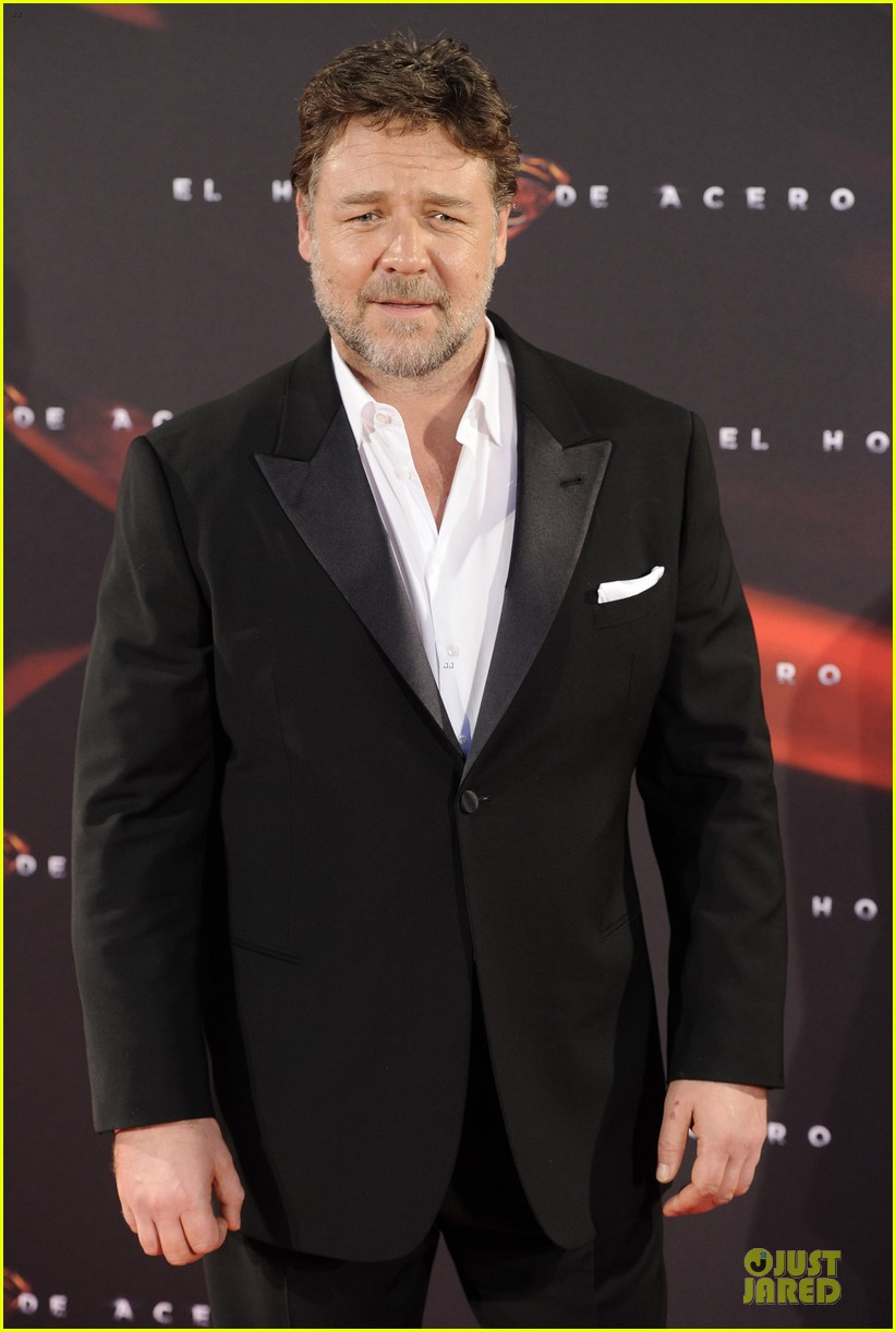 henry cavill russell crowe man of steel madrid premiere 092893062