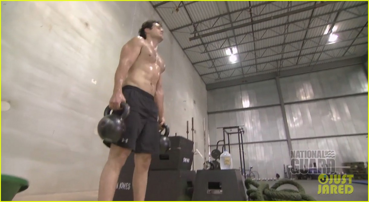 henry cavill shirtless man of steel workout video 01