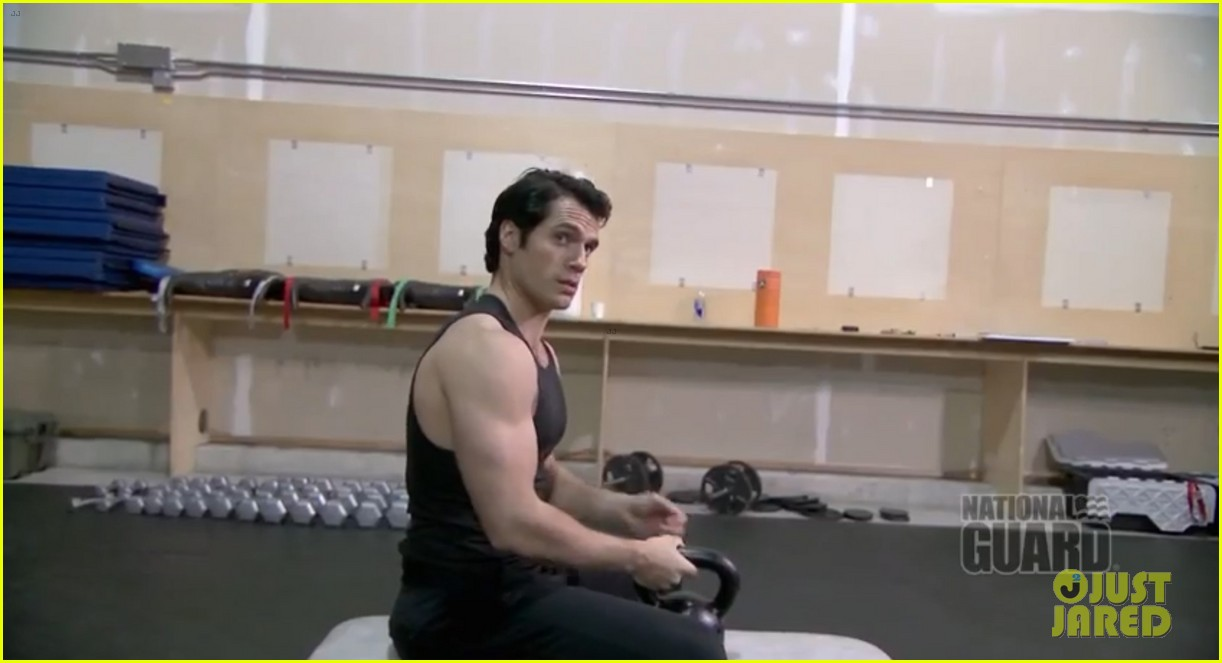 henry cavill shirtless man of steel workout video 02