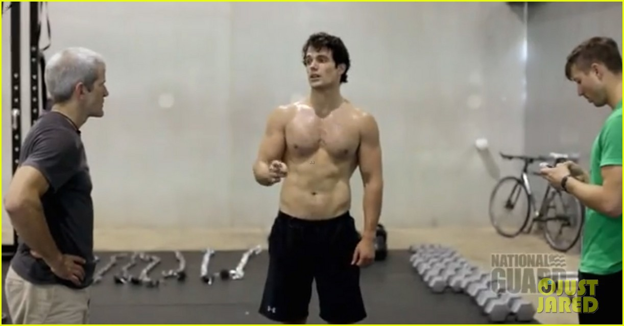 henry cavill shirtless man of steel workout video 112892923