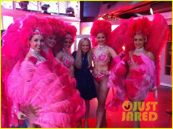 kristin chenoweth last day for maddies corner fundraiser 032890307