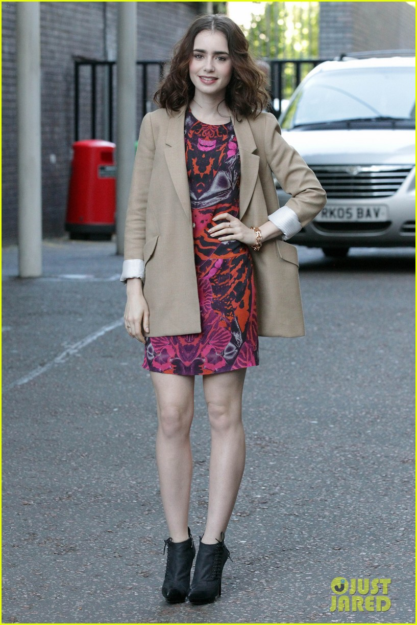 lily collins itv studios visit for lorraine appearance 042883539
