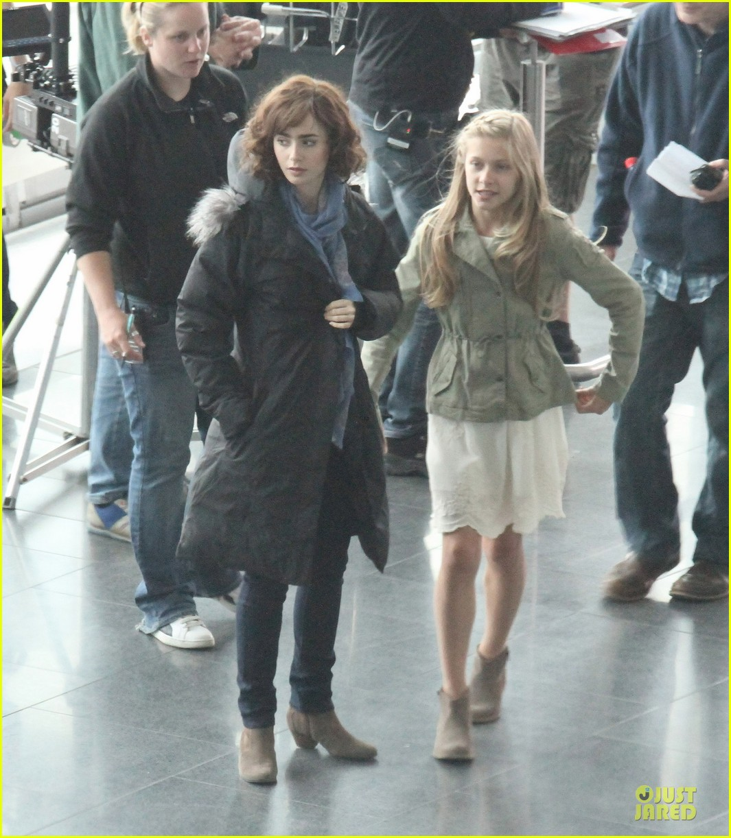 lily collins love rosie airport scene with jaime winstone 082899023