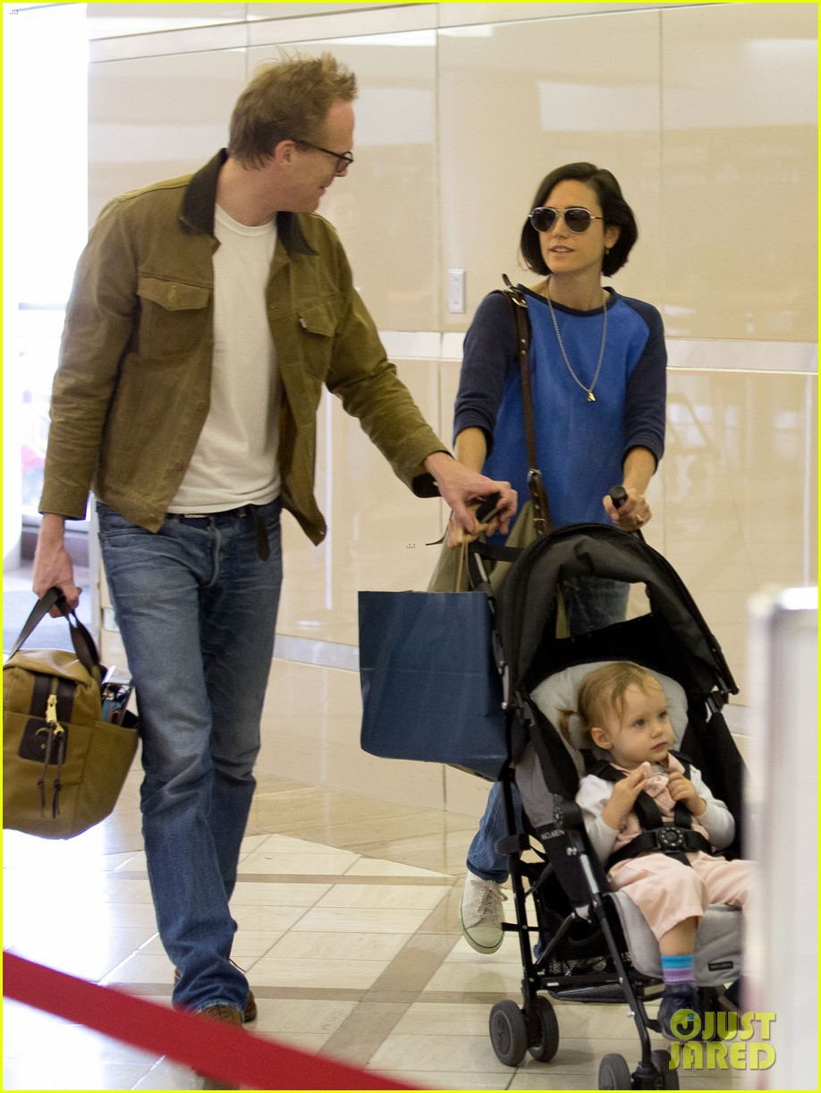jennifer connelly paul bettany lax arrivial with the kids 052883144