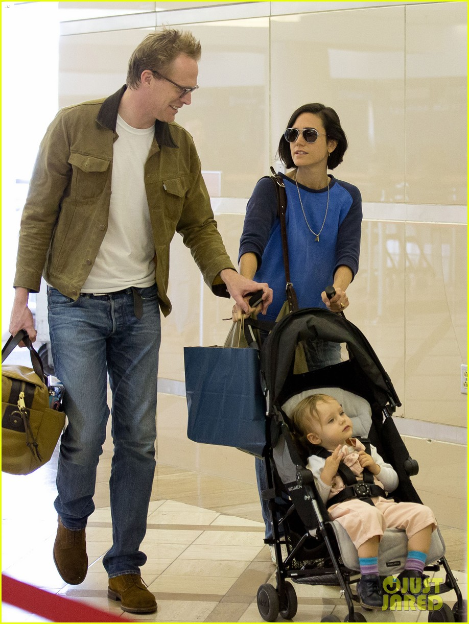 jennifer connelly paul bettany lax arrivial with the kids 082883147
