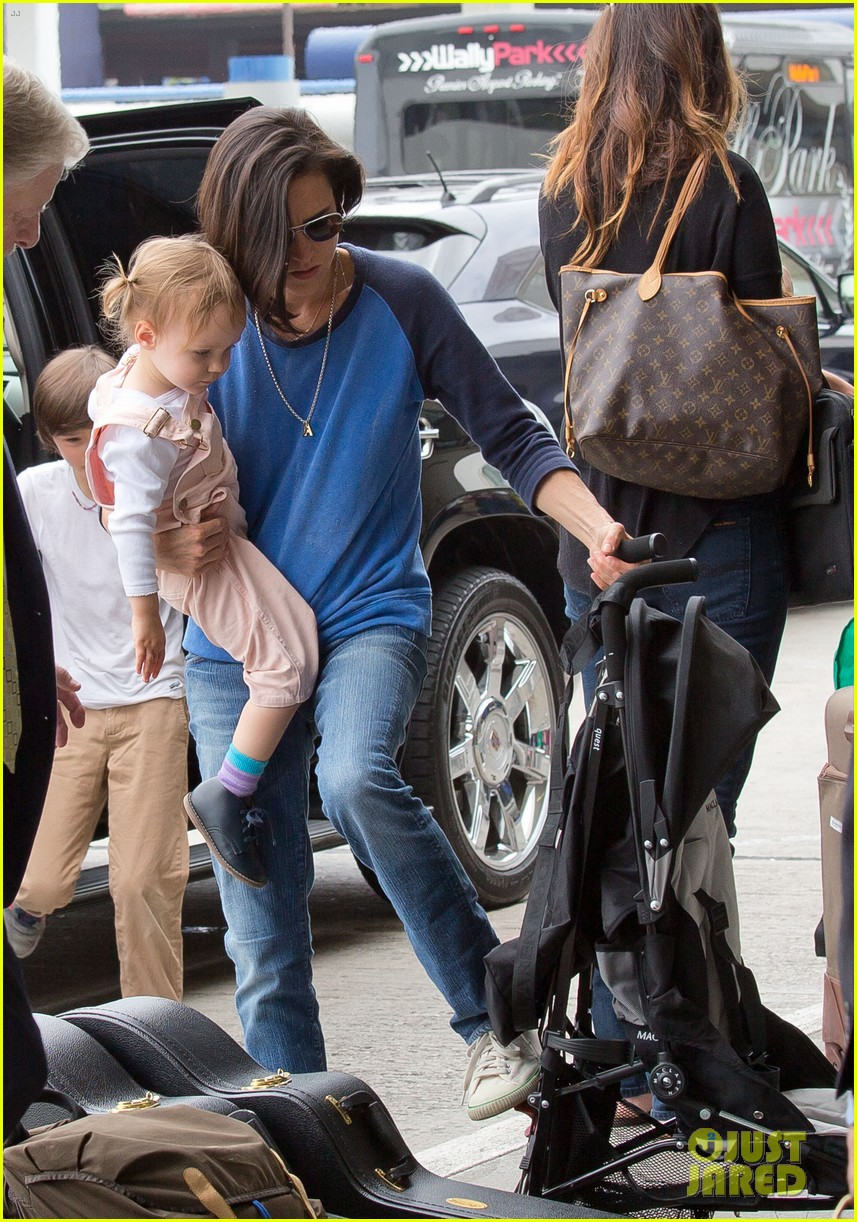 jennifer connelly paul bettany lax arrivial with the kids 122883151
