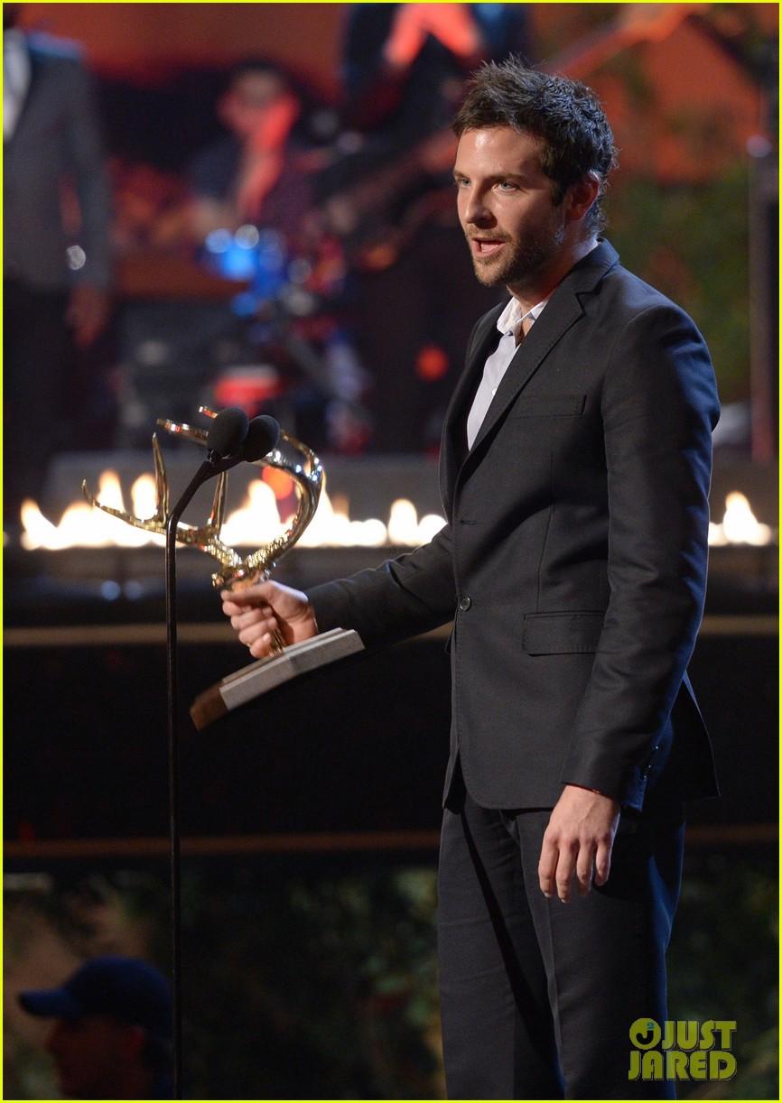 bradley cooper brings suki waterhouse to guys choice awards 122887317
