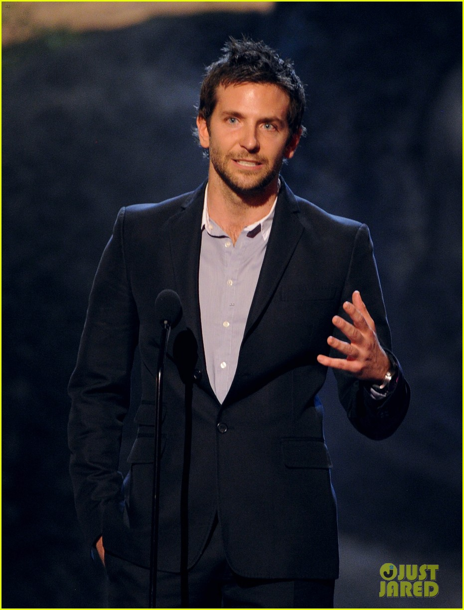 bradley cooper brings suki waterhouse to guys choice awards 172887322