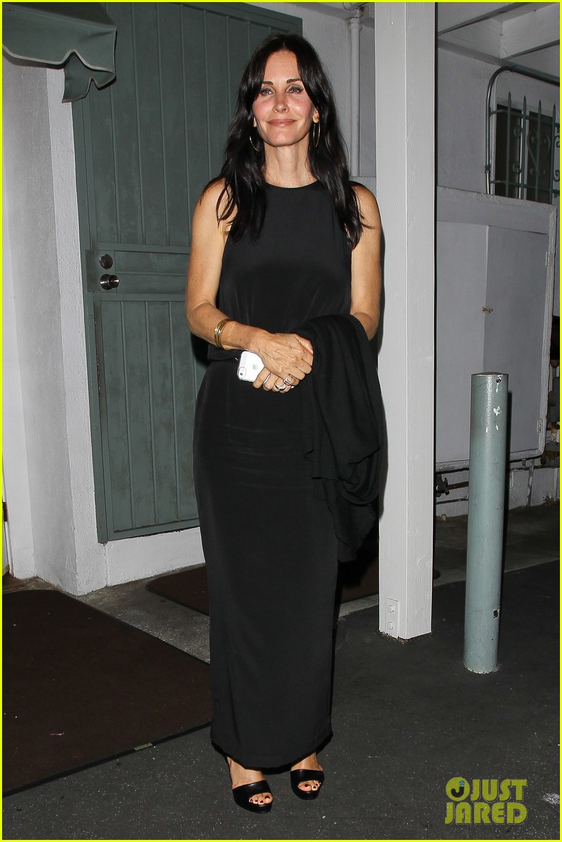 courteney cox celebrates her birthday with isla fisher laura dern 17