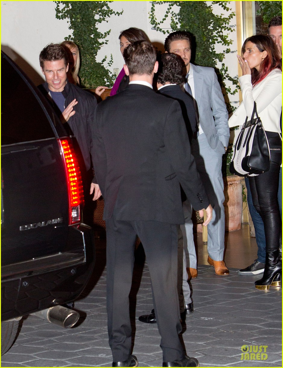 tom cruise jeremy renner sunset towers hotel dinner duo 032891832
