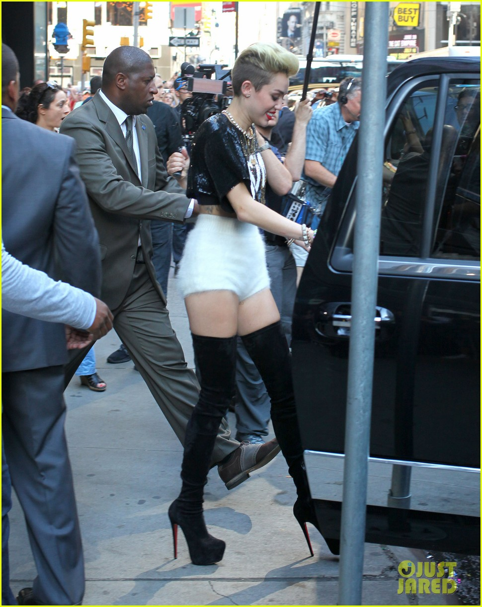miley cyrus performs we cant stop on gma gives message to haters 092898792