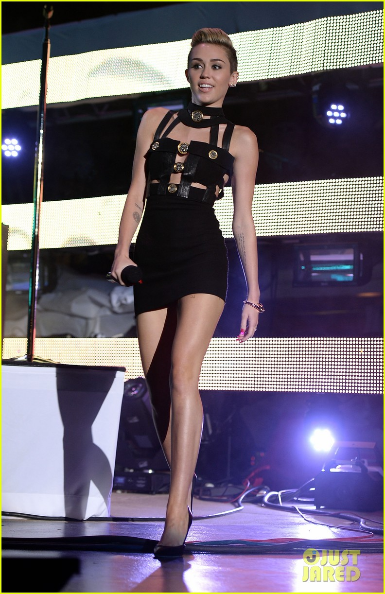 miley cyrus iheartradio ultimate pool party 142900799