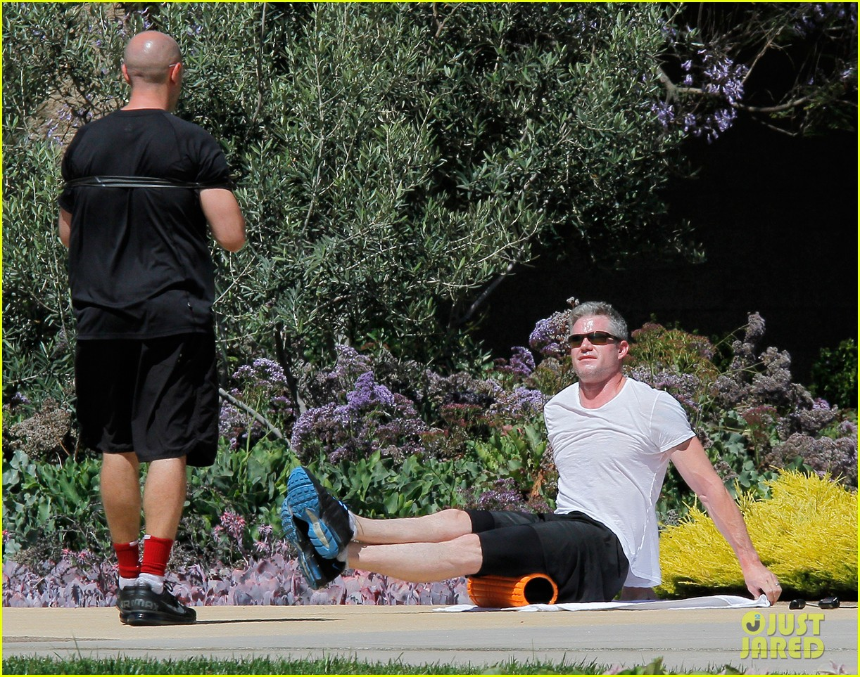 eric dane shirtless workout at coldwater canyon park 09