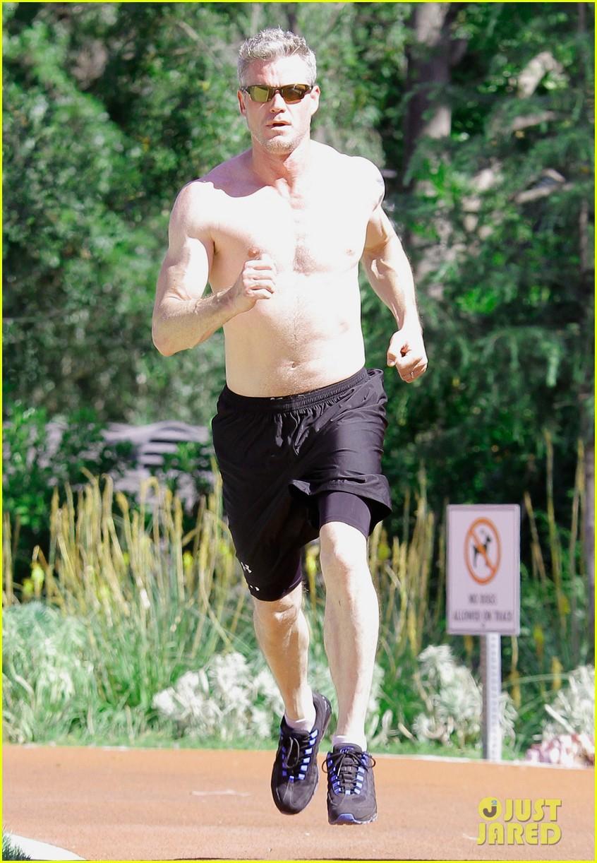 eric dane shirtless workout at coldwater canyon park 132895363