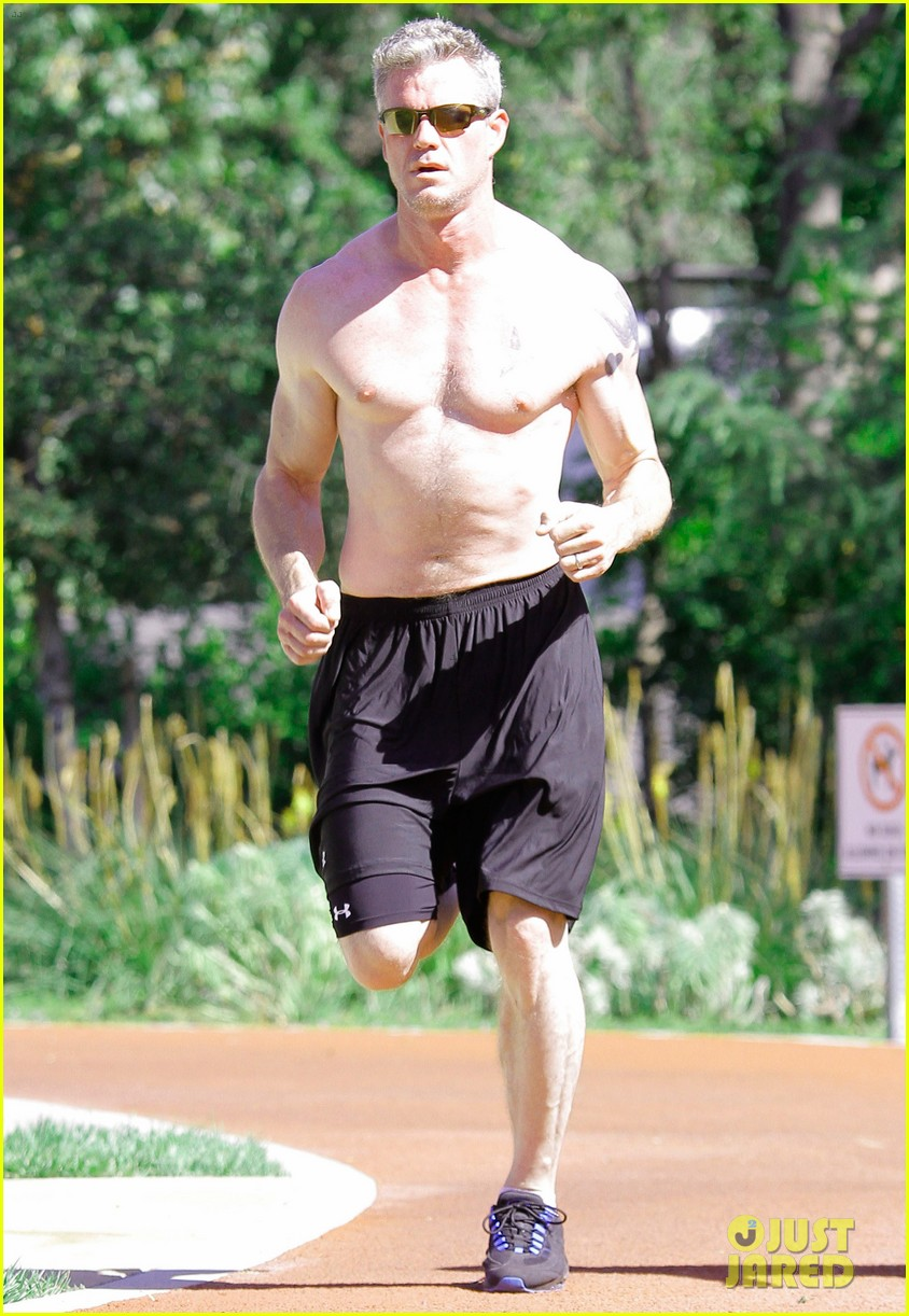 eric dane shirtless workout at coldwater canyon park 162895366