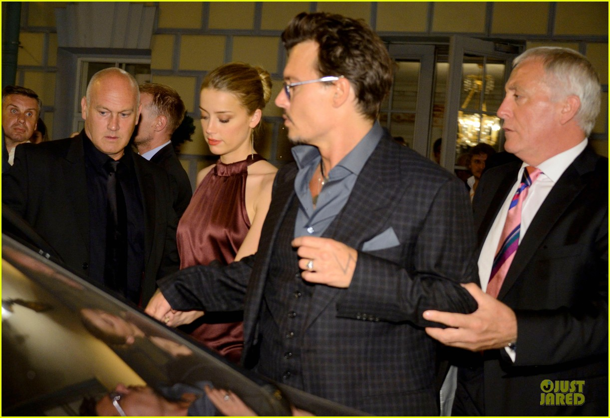 johnny depp amber heard hold hands after lone ranger premiere 022900154