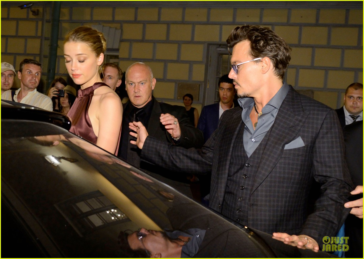 johnny depp amber heard hold hands after lone ranger premiere 072900159