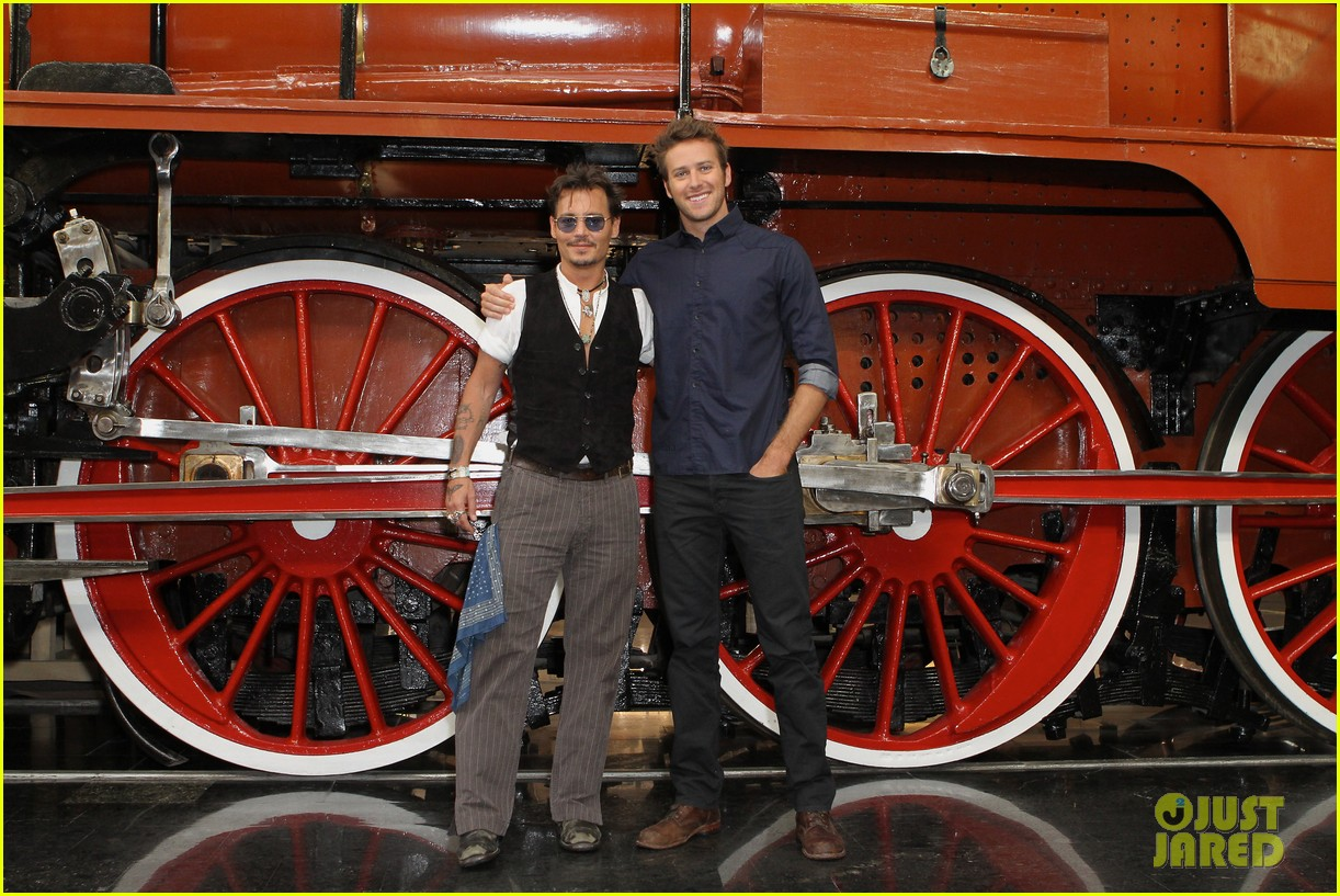 johnny depp armie hammer lone ranger moscow photo call 01