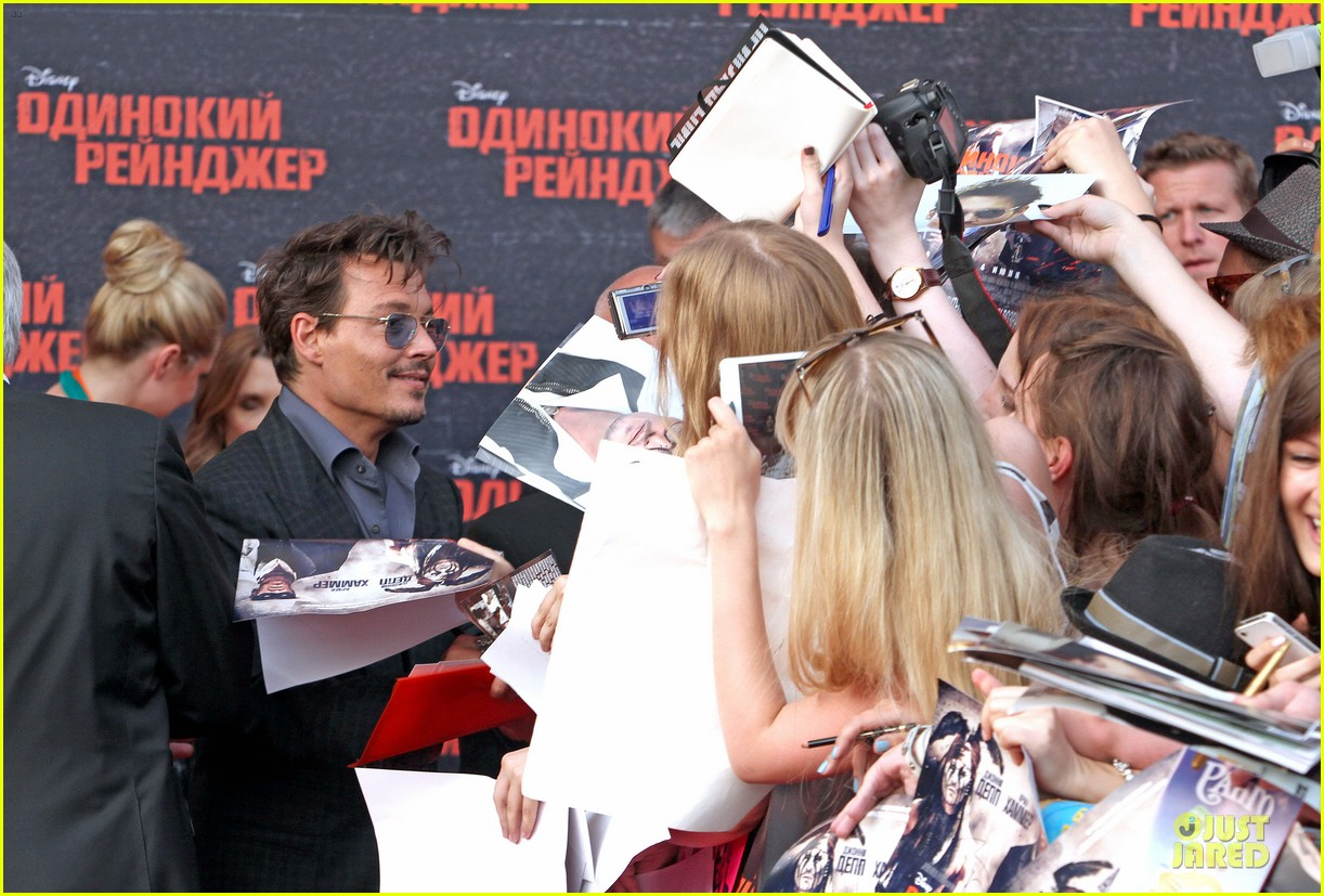 johnny depp armie hammer lone ranger moscow premiere 04