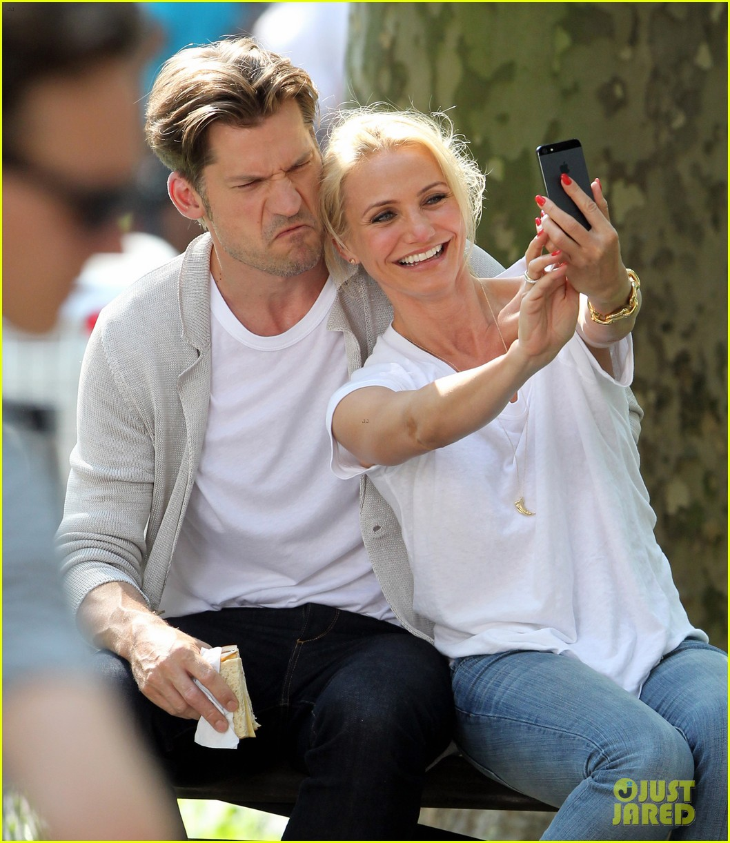 cameron diaz nikolaj coster waldau lock lips on set 022897601