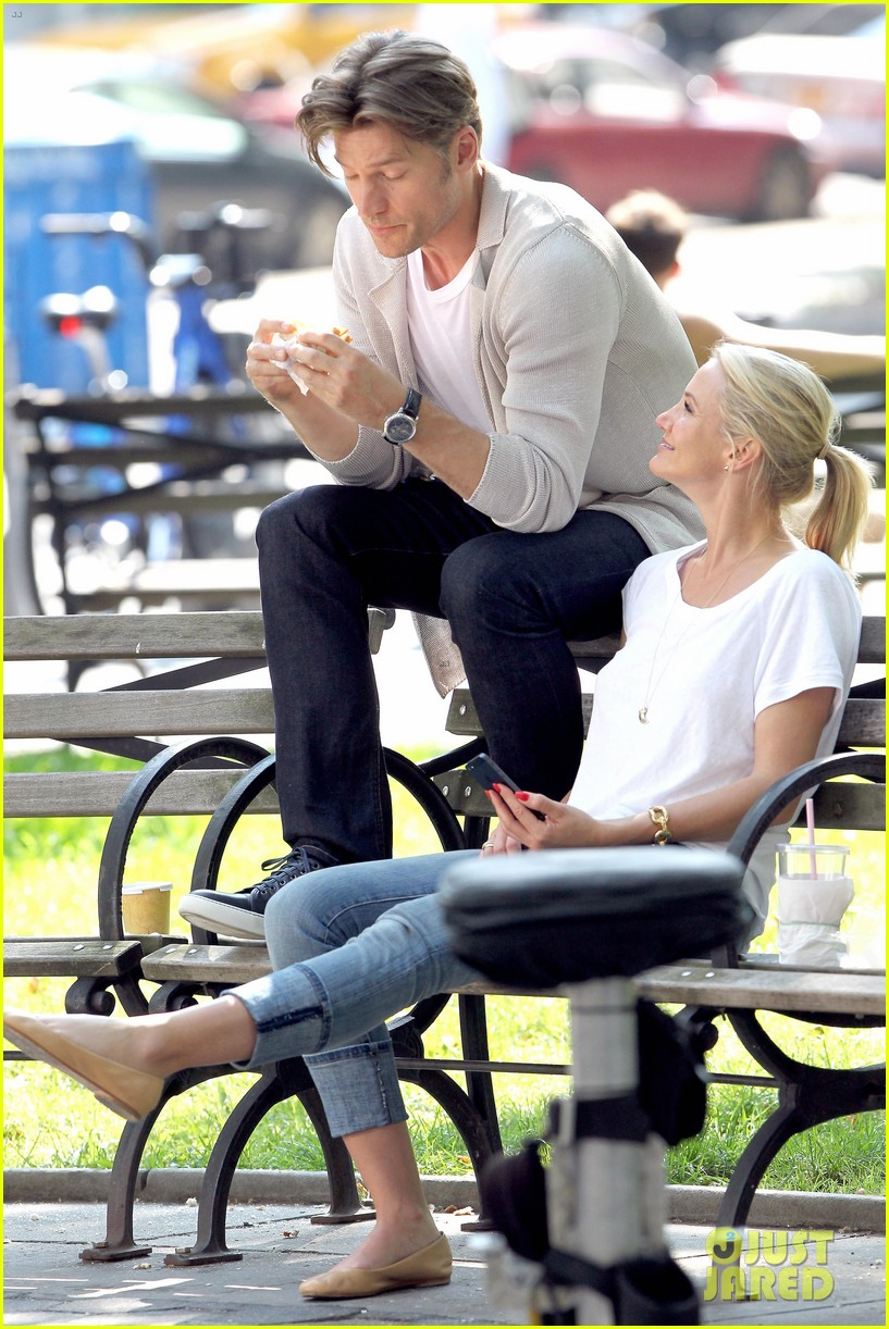 cameron diaz nikolaj coster waldau lock lips on set 052897604
