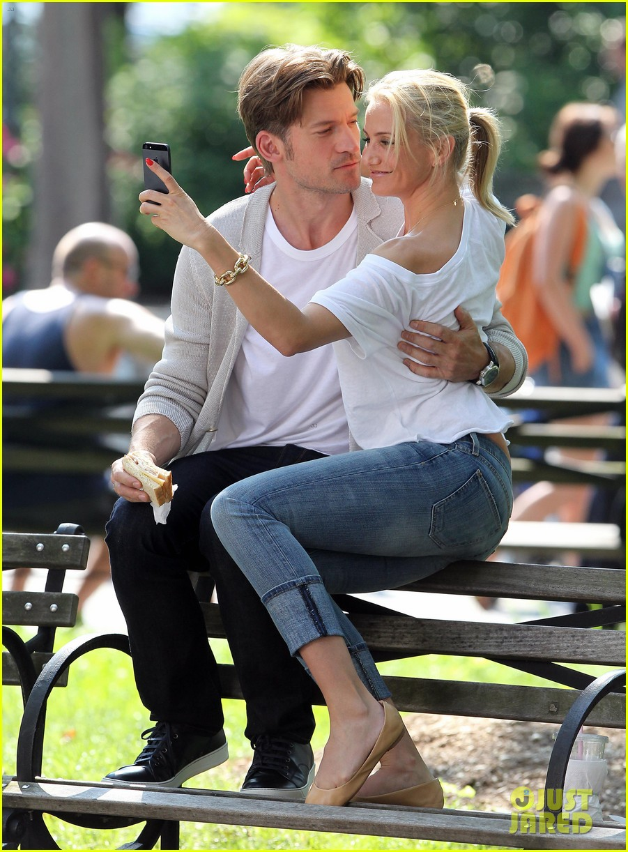 cameron diaz nikolaj coster waldau lock lips on set 062897605
