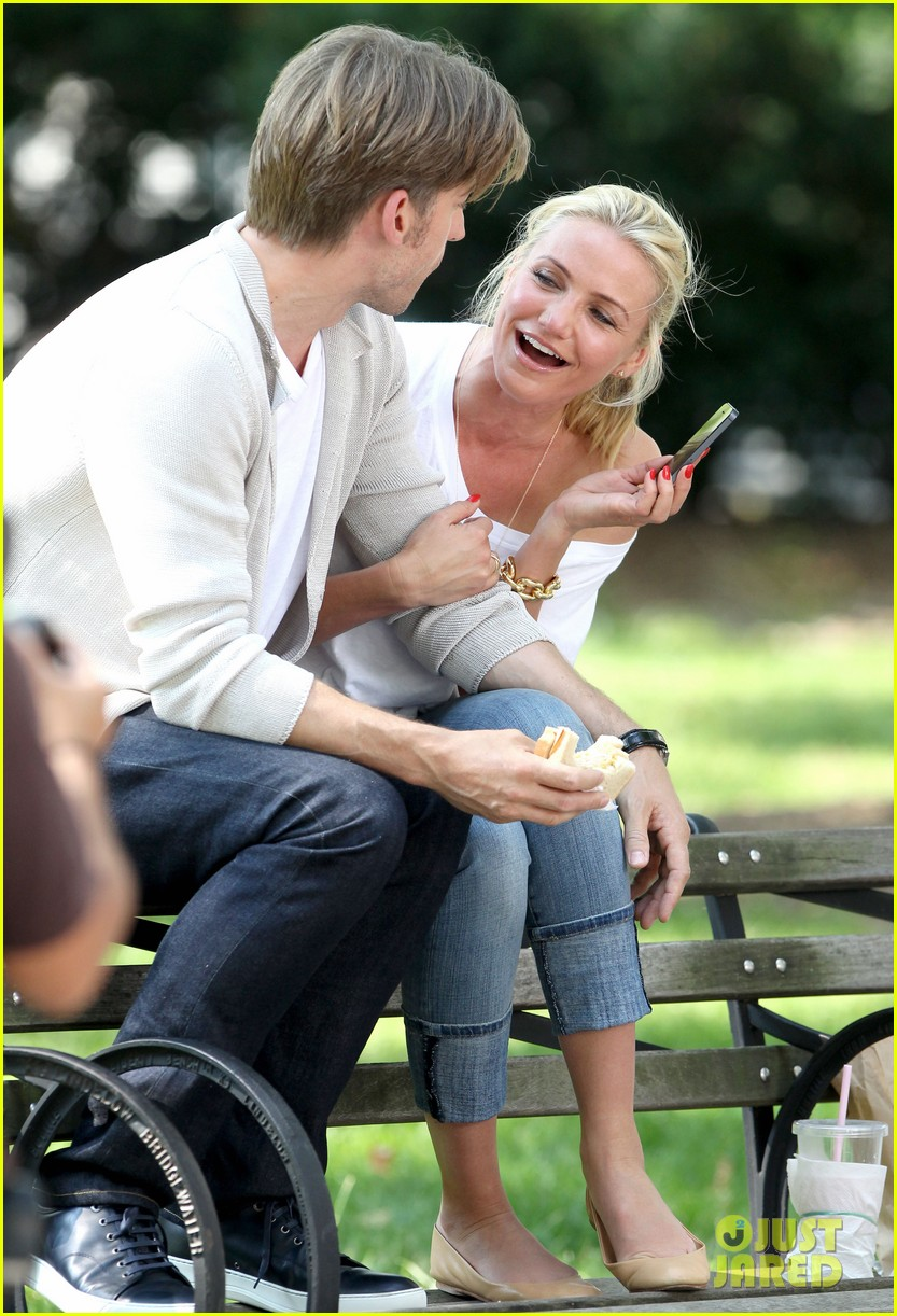 cameron diaz nikolaj coster waldau lock lips on set 22