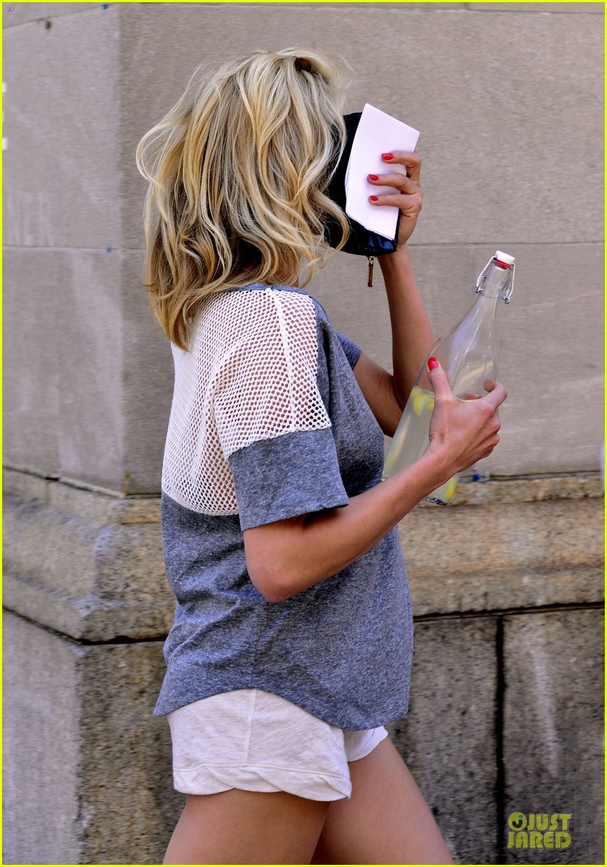 cameron diaz leslie mann the other woman set stroll 042894694