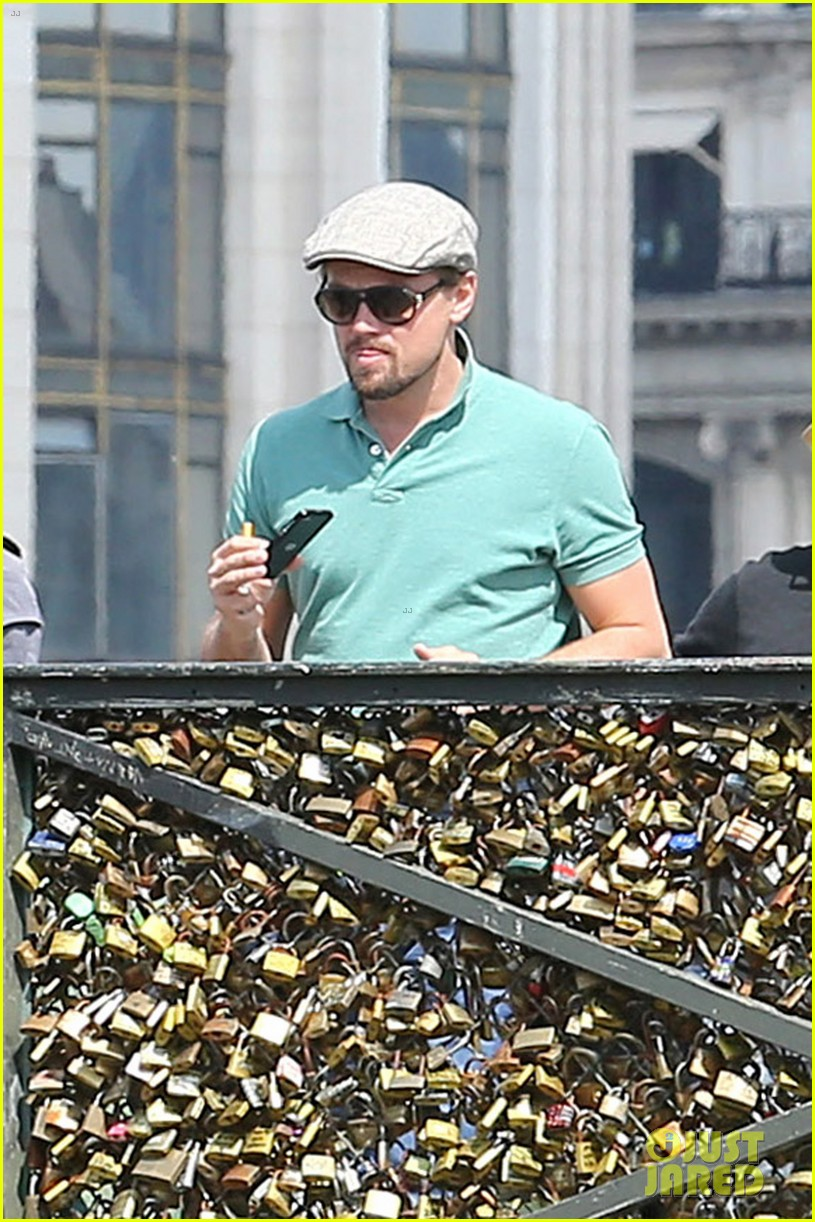 leonardo dicaprio visits famous love locks in paris 102883735