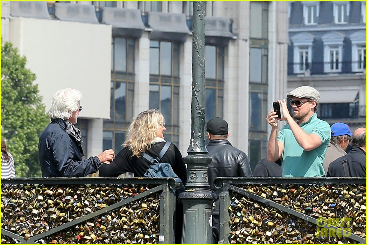 leonardo dicaprio visits famous love locks in paris 112883736