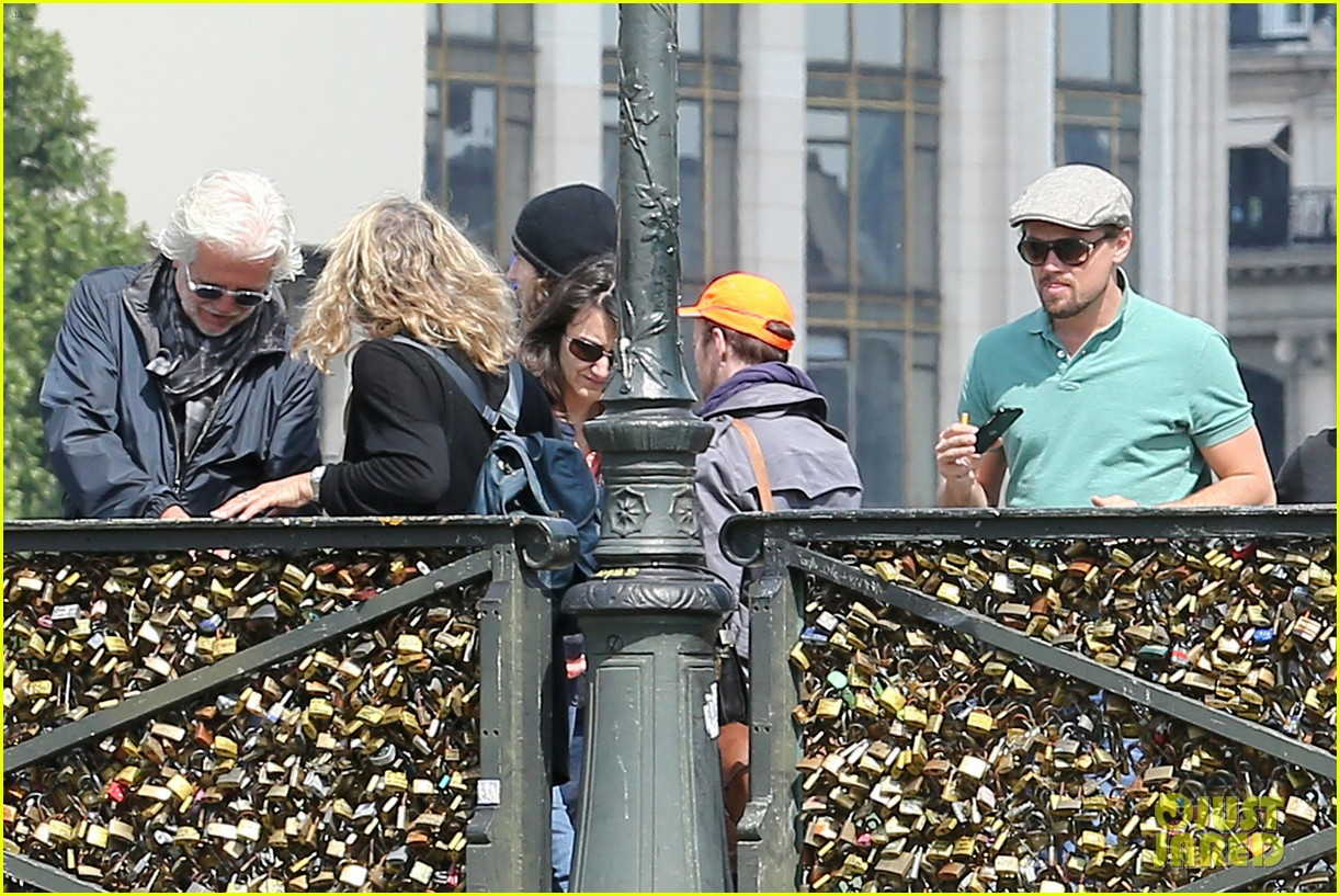 leonardo dicaprio visits famous love locks in paris 152883740