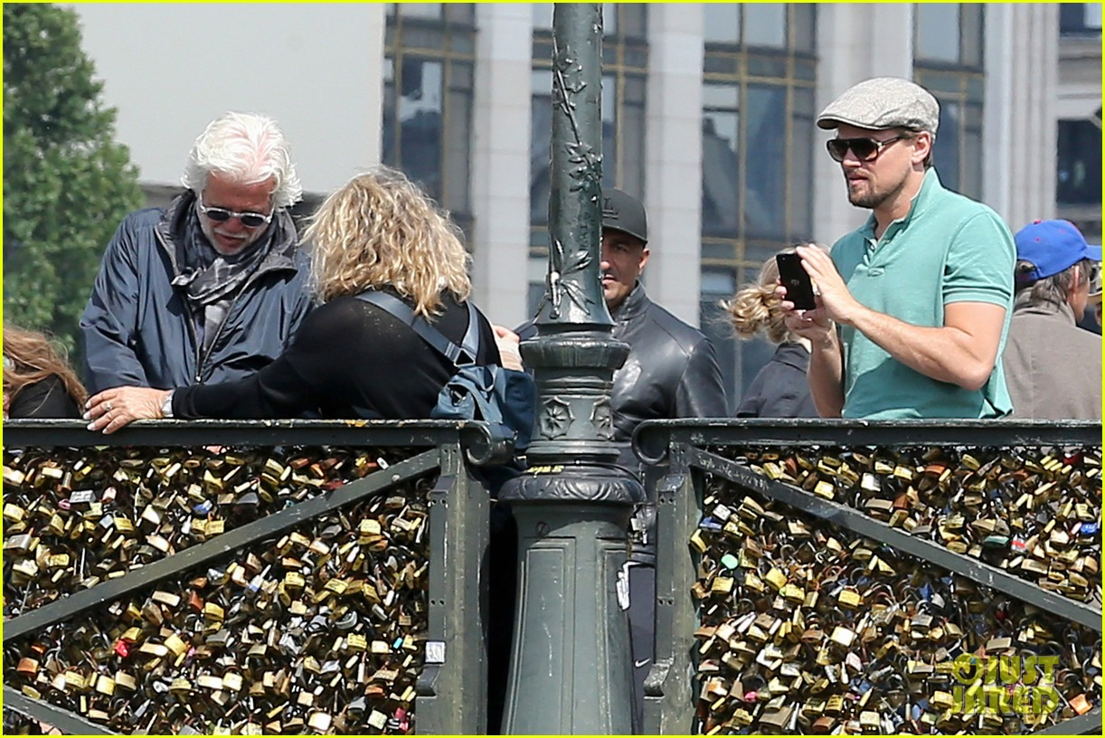 leonardo dicaprio visits famous love locks in paris 162883741