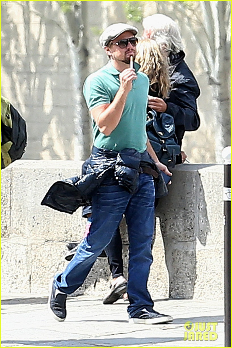 leonardo dicaprio visits famous love locks in paris 172883742