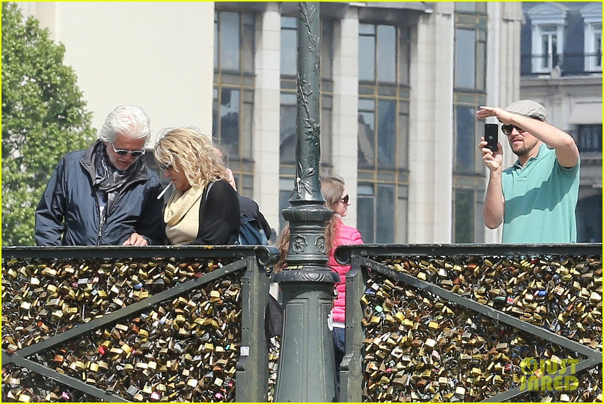 leonardo dicaprio visits famous love locks in paris 22